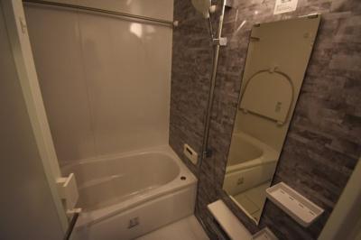 【浴室】オシャレなメゾネットタイプ 天井高く開放的です レジディア六本木桧町公園