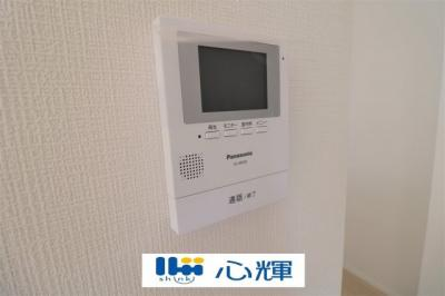 玄関にはTVモニター付きインターホン(カメラ)が標準設置。セキュリティも安心です。