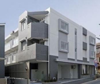 鉄骨造のがっちりとした建物。
