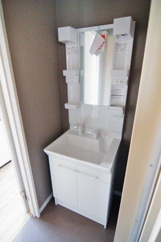 C棟の独立洗面台の写真です。/大関建設