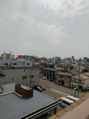 5階からの眺望は視界が開けていて気持ちが良いです。
