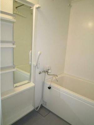 収納・鏡のついた浴室☆