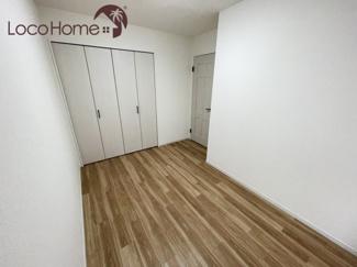 床と壁のカラーリングが魅力的なお部屋です♪