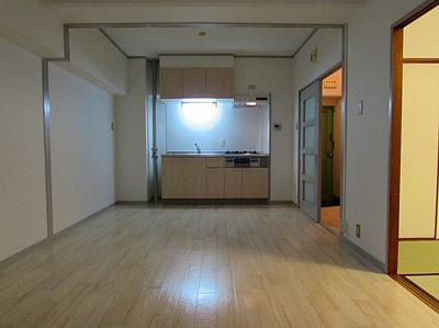 【居間・リビング】レバンガ三宮アパートメント