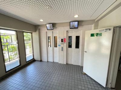 エレベーターは2機ございます!混み合う朝も安心です!