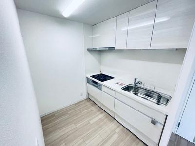 キッチン収納が充実!作業スペースも広々してます!