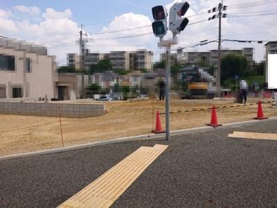 泉北高速鉄道「泉ヶ丘」駅より徒歩15分!建築条件はないため、お好きなハウスメーカー等で建築可能です♪