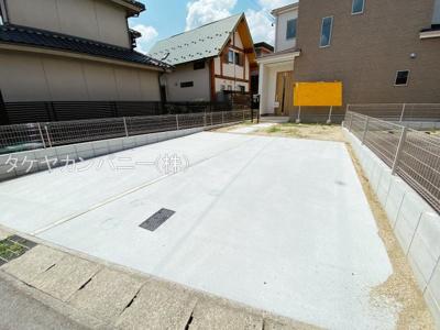 駐車2台分悠々スペース確保!停め方によっては3台以上の駐車が可能です。来客時にも便利ですね
