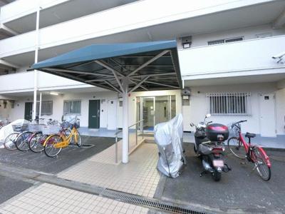 自転車・バイク置き場です。