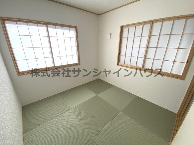 1階の和室になります。4.5帖あるので客室として使用しても良いですね