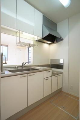 収納も豊富なキッチンです♪ガスコンロ設置可能♪
