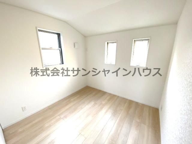 2階5.0帖の洋室です!2面採光採用!