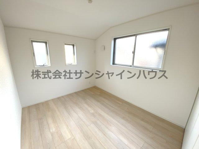 2階6.0帖の洋室です!2面採光採用!