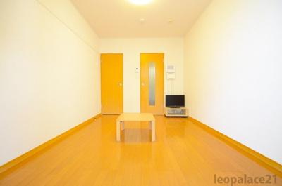 明るいお部屋であこがれの一人暮らし。