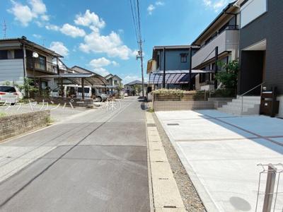 見通しの良い北側4.8m道路に面しています。駐車や出入りもしやすいです。