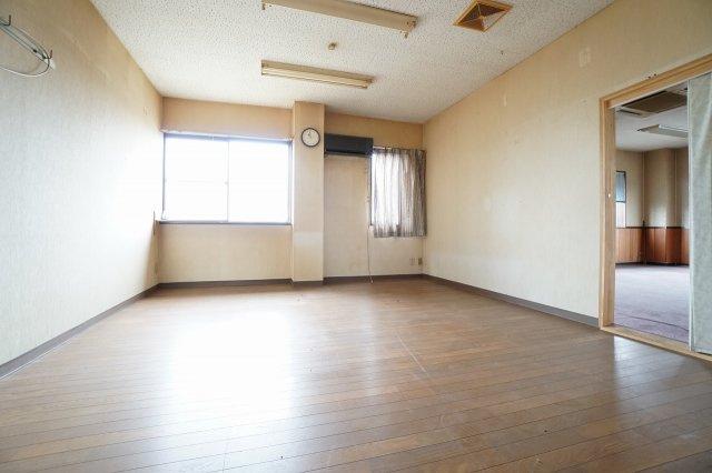 2階洋室(2020年7月撮影) 事務所スペースにご活用いただけます:三郷新築ナビで検索♪