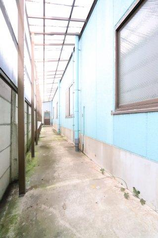 屋根付きの通路があります(2020年7月撮影):三郷新築ナビで検索♪