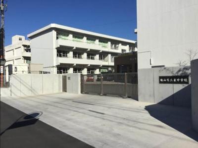 松山市立東中学校 953m