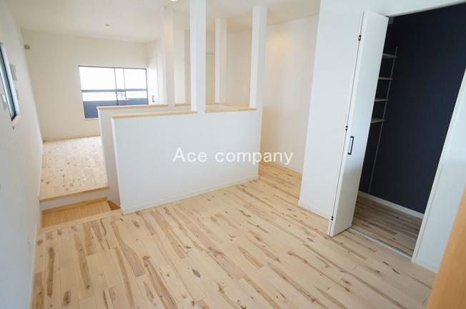 全室クロス貼替え、床材は木の温もり感じる無垢材使用☆ハウスクリーニング済みです☆