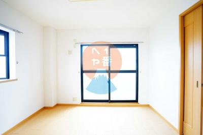 6帖の2面採光のお部屋LDK11.9帖のお部屋※他のお部屋の参考写真です