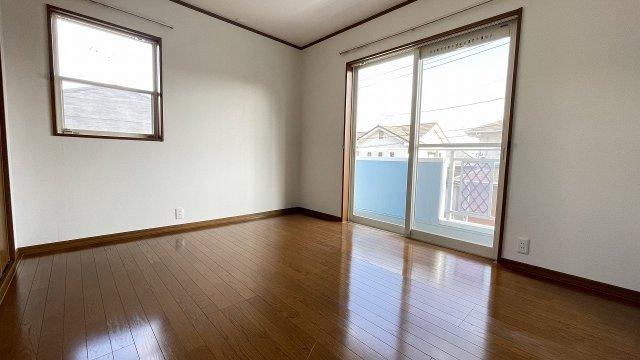 (2階南東側6帖洋室)