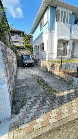 駐車場は楽々2台駐車可能です♪