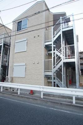 JR京浜東北線「根岸」駅より徒歩圏内の築浅アパートです。