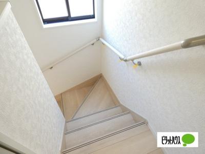 【1号棟】階段 手すりがついてお子様やご年配の方にも安心☆彡