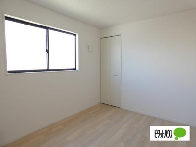 【1号棟】洋室 明るい床材を採用した洋室♪