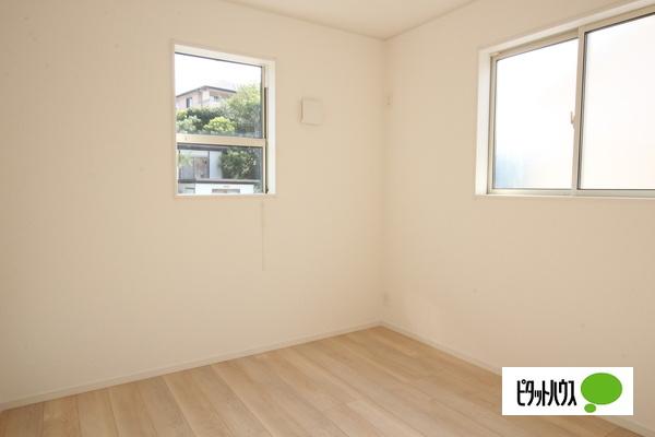 【35号棟】洋室 明るい床材を採用した洋室♪