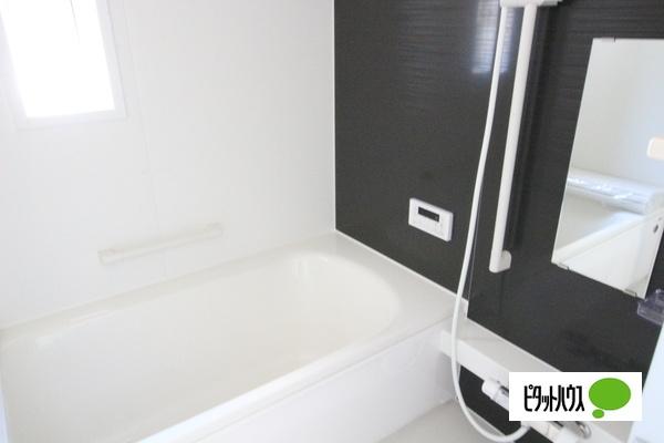 【35号棟】浴室 くつろげる広さ1坪浴室♪足を延ばして一日の疲れを癒しましょう☆彡