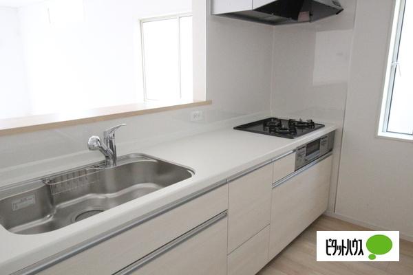 【35号棟】キッチン リビングを望む対面式キッチン♪