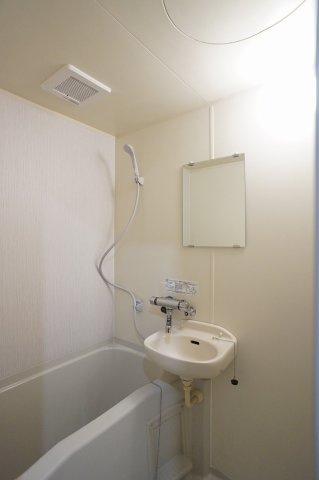 洗面ボウルを設えた浴室内です