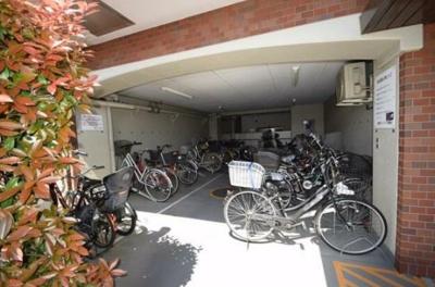 昭和町グリーンハイツの駐輪場です。