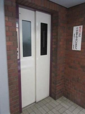 昭和町グリーンハイツのエレベータ―です。