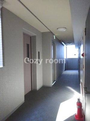 各フロアのエレベーター及び共有廊下です。
