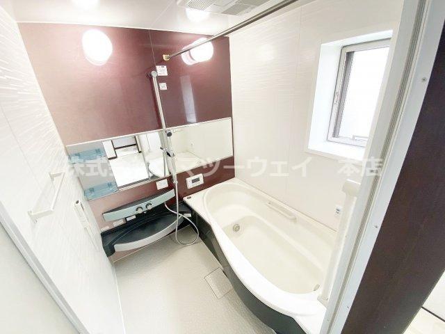 浴室内鏡、浴室棚、シャワーヘッドは新品交換済み