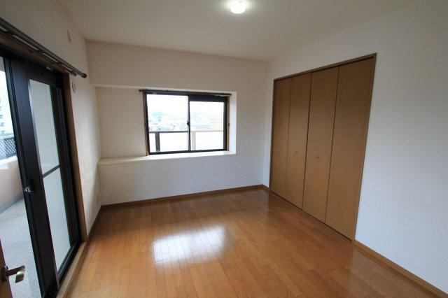 6.8帖の広々とした洋室は収納スペースがたっぷり!どんなお洒落さんでも安心の大容量収納が自慢です!