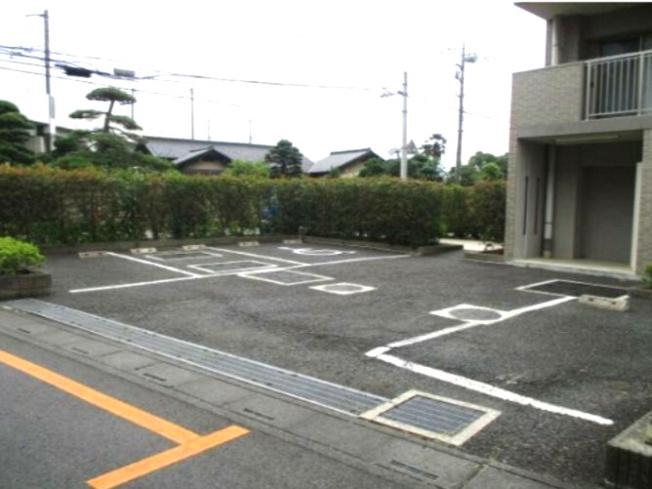 敷地内駐車場~空き有り、使用料無料