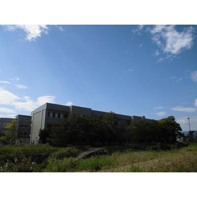 小学校「長野市立吉田小学校まで740m」