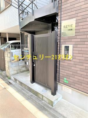 【エントランス】REVE(レーヴ)中村橋