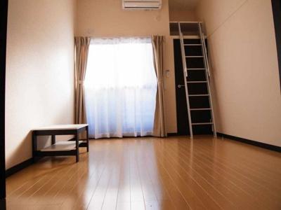 上部まで収納可能な空間を活用したお部屋です