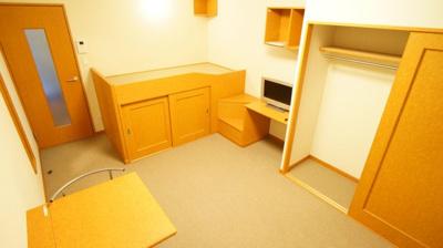 クローゼット付きでお部屋を広々お使いいただけます。