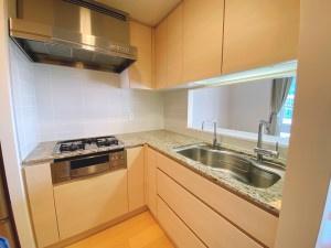 3口ガスコンロの対面式キッチン