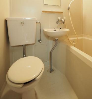 お掃除しやすいシンプルなトイレ