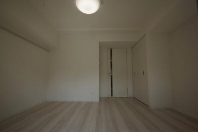 洋室7.6帖の広いお部屋になります。