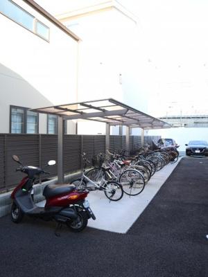 屋根付きの自転車置き場です♪