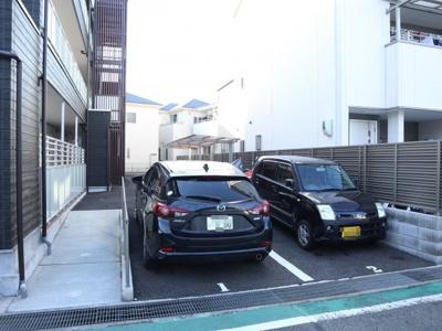 マンションに駐車場もあります!