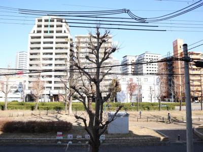 前は公園ですよ(^^)/