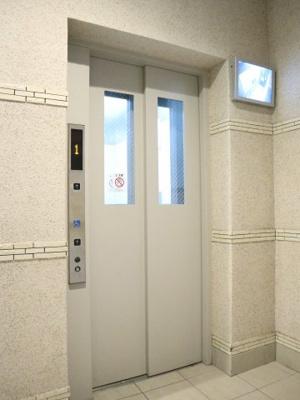 エレベーターもお洒落ですね♪